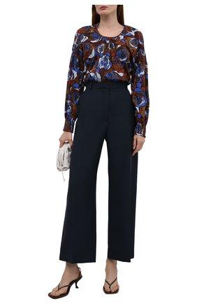 Женская хлопковая блузка DRIES VAN NOTEN синего цвета, арт. 212-030764-3076   Фото 2 (Рукава: Длинные; Длина (для топов): Удлиненные; Материал внешний: Хлопок; Стили: Романтичный; Женское Кросс-КТ: Блуза-одежда; Принт: С принтом)