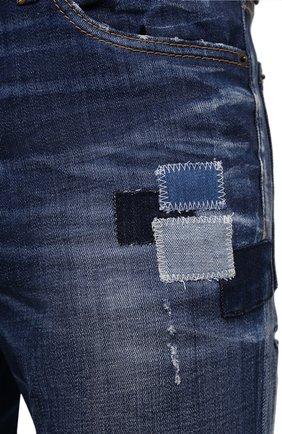 Мужские джинсы DSQUARED2 синего цвета, арт. S71LB0938/S30342 | Фото 5 (Силуэт М (брюки): Прямые; Кросс-КТ: Деним; Длина (брюки, джинсы): Стандартные; Стили: Гранж; Материал внешний: Хлопок; Детали: Потертости)