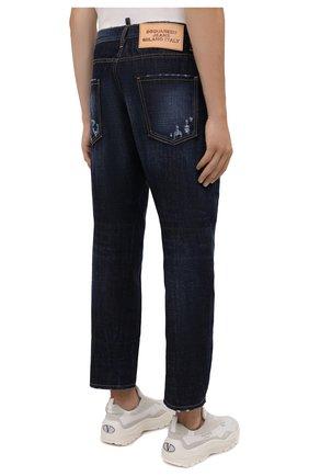 Мужские джинсы DSQUARED2 темно-синего цвета, арт. S74LB1007/S30214 | Фото 4 (Силуэт М (брюки): Широкие; Кросс-КТ: Деним; Длина (брюки, джинсы): Стандартные; Стили: Гранж; Материал внешний: Хлопок; Детали: Потертости)