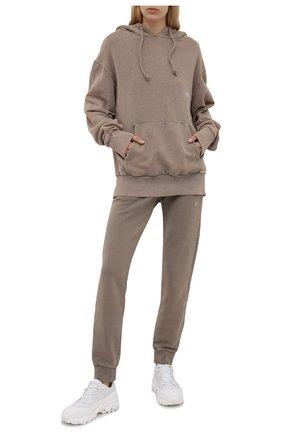Женские хлопковые джоггеры DANIILBERG темно-бежевого цвета, арт. DBFW2016   Фото 2 (Материал внешний: Хлопок; Стили: Спорт-шик; Женское Кросс-КТ: Джоггеры - брюки, Брюки-спорт; Силуэт Ж (брюки и джинсы): Джоггеры; Длина (брюки, джинсы): Стандартные)