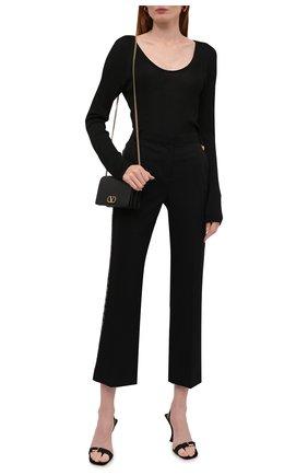 Женские шерстяные брюки VERSACE черного цвета, арт. 1001112/1A01020   Фото 2 (Материал внешний: Шерсть; Стили: Гламурный; Женское Кросс-КТ: Брюки-одежда; Силуэт Ж (брюки и джинсы): Прямые; Длина (брюки, джинсы): Укороченные)