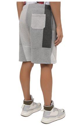 Мужские шорты VALENTINO светло-серого цвета, арт. WV3MD02Y7CV   Фото 4 (Длина Шорты М: До колена; Материал внешний: Синтетический материал; Принт: С принтом; Кросс-КТ: Трикотаж; Стили: Спорт-шик)