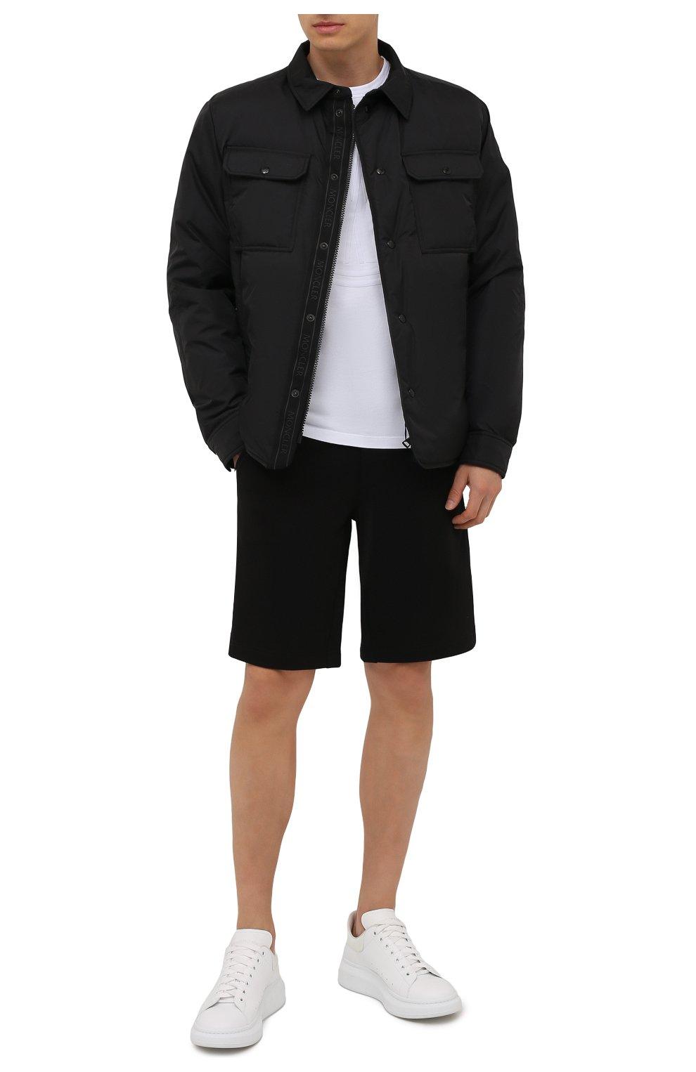 Мужские хлопковые шорты MONCLER черного цвета, арт. G2-091-8H000-12-809KR | Фото 2 (Длина Шорты М: До колена; Принт: Без принта; Кросс-КТ: Трикотаж; Материал внешний: Хлопок; Стили: Спорт-шик)