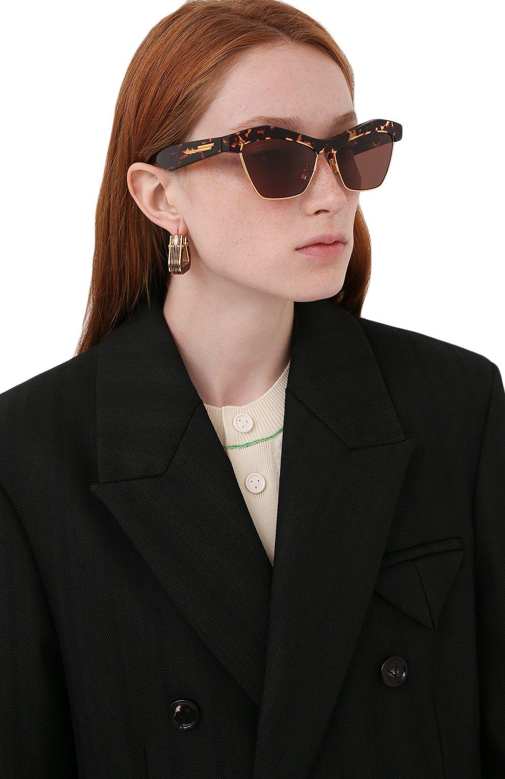 Женские солнцезащитные очки BOTTEGA VENETA коричневого цвета, арт. 668007/V2331   Фото 2