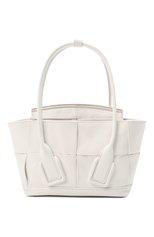 Женская сумка arco mini BOTTEGA VENETA белого цвета, арт. 666873/VCQ71 | Фото 1 (Материал: Натуральная кожа; Сумки-технические: Сумки top-handle, Сумки через плечо; Размер: mini; Ремень/цепочка: На ремешке)