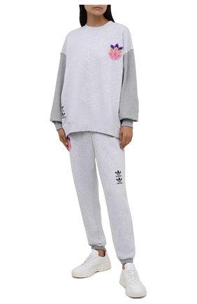Женский хлопковый свитшот ADIDAS ORIGINALS светло-серого цвета, арт. H22749 | Фото 2