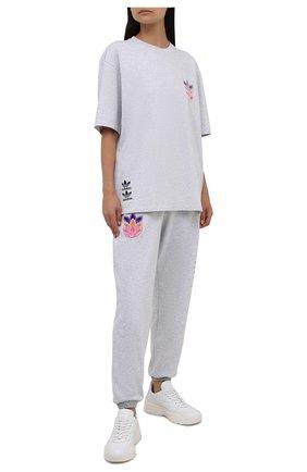Женская хлопковая футболка ADIDAS ORIGINALS светло-серого цвета, арт. H22745 | Фото 2