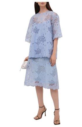 Женская блузка FENDI светло-голубого цвета, арт. FS7423 AF7E | Фото 2 (Материал внешний: Шелк; Длина (для топов): Удлиненные; Женское Кросс-КТ: Блуза-одежда; Принт: Без принта; Стили: Кэжуэл; Рукава: 3/4)