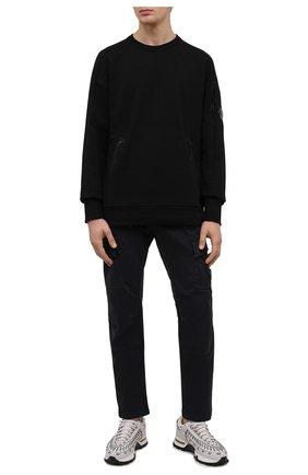 Мужские хлопковые брюки-карго C.P. COMPANY темно-синего цвета, арт. 11CMPA186A-005529G | Фото 2 (Материал внешний: Хлопок; Случай: Повседневный; Силуэт М (брюки): Карго; Стили: Кэжуэл; Длина (брюки, джинсы): Стандартные)