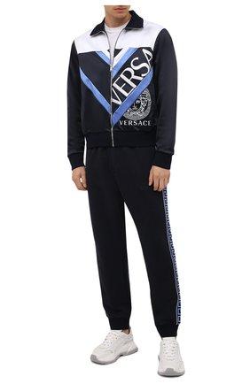 Мужские джоггеры из хлопка и кашемира VERSACE темно-синего цвета, арт. 1001456/1A01072 | Фото 2 (Длина (брюки, джинсы): Стандартные; Материал внешний: Хлопок; Силуэт М (брюки): Джоггеры; Мужское Кросс-КТ: Брюки-трикотаж; Стили: Спорт-шик)