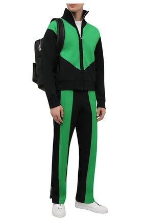 Мужские брюки BOTTEGA VENETA черного цвета, арт. 665907/V0C10 | Фото 2 (Материал внешний: Синтетический материал, Вискоза; Длина (брюки, джинсы): Стандартные; Случай: Повседневный; Мужское Кросс-КТ: Брюки-трикотаж; Стили: Спорт-шик)