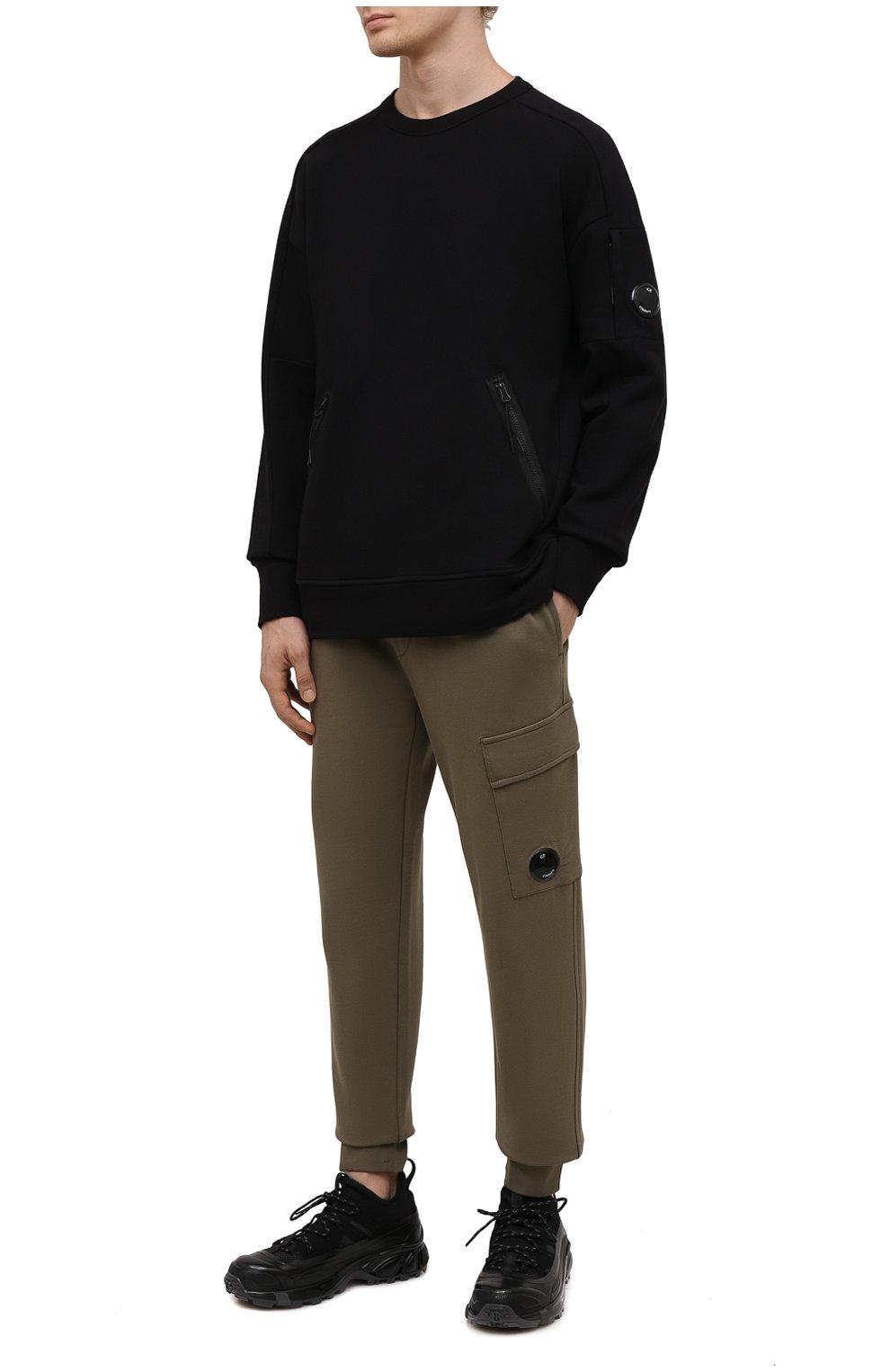 Мужские хлопковые джоггеры C.P. COMPANY хаки цвета, арт. 11CMSP057A-005086W | Фото 2 (Мужское Кросс-КТ: Брюки-трикотаж; Длина (брюки, джинсы): Стандартные; Материал внешний: Хлопок; Стили: Спорт-шик; Силуэт М (брюки): Джоггеры)
