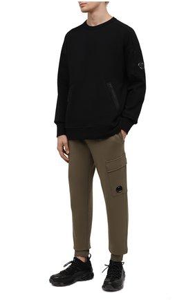 Мужские хлопковые джоггеры C.P. COMPANY хаки цвета, арт. 11CMSP057A-005086W | Фото 2 (Длина (брюки, джинсы): Стандартные; Материал внешний: Хлопок; Силуэт М (брюки): Джоггеры; Мужское Кросс-КТ: Брюки-трикотаж; Стили: Спорт-шик)