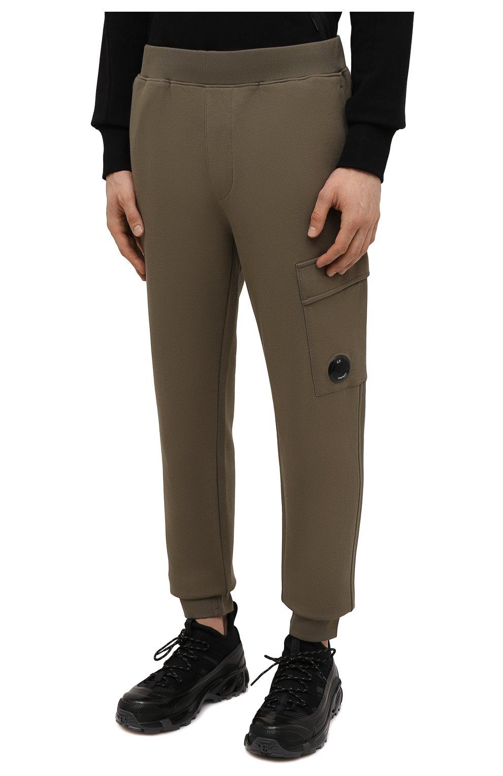 Мужские хлопковые джоггеры C.P. COMPANY хаки цвета, арт. 11CMSP057A-005086W | Фото 3 (Мужское Кросс-КТ: Брюки-трикотаж; Длина (брюки, джинсы): Стандартные; Материал внешний: Хлопок; Стили: Спорт-шик; Силуэт М (брюки): Джоггеры)