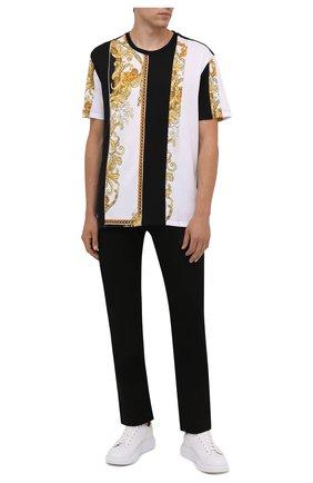 Мужская хлопковая футболка VERSACE черного цвета, арт. 1000850/1A00662 | Фото 2 (Материал внешний: Хлопок; Рукава: Короткие; Длина (для топов): Стандартные; Принт: С принтом; Стили: Кэжуэл)