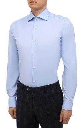 Мужская хлопковая сорочка LUIGI BORRELLI голубого цвета, арт. PS30060/LUCIAN0/ST/EV/PC | Фото 3 (Манжеты: На пуговицах; Рукава: Длинные; Воротник: Акула; Длина (для топов): Стандартные; Рубашки М: Slim Fit; Материал внешний: Хлопок; Стили: Классический; Случай: Формальный; Принт: Однотонные)