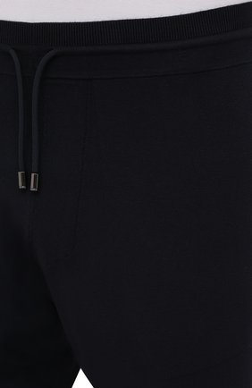 Мужские джоггеры BOGNER темно-синего цвета, арт. 18813802 | Фото 5 (Мужское Кросс-КТ: Брюки-трикотаж; Длина (брюки, джинсы): Стандартные; Кросс-КТ: Спорт; Материал внешний: Синтетический материал, Вискоза; Стили: Спорт-шик; Силуэт М (брюки): Джоггеры)