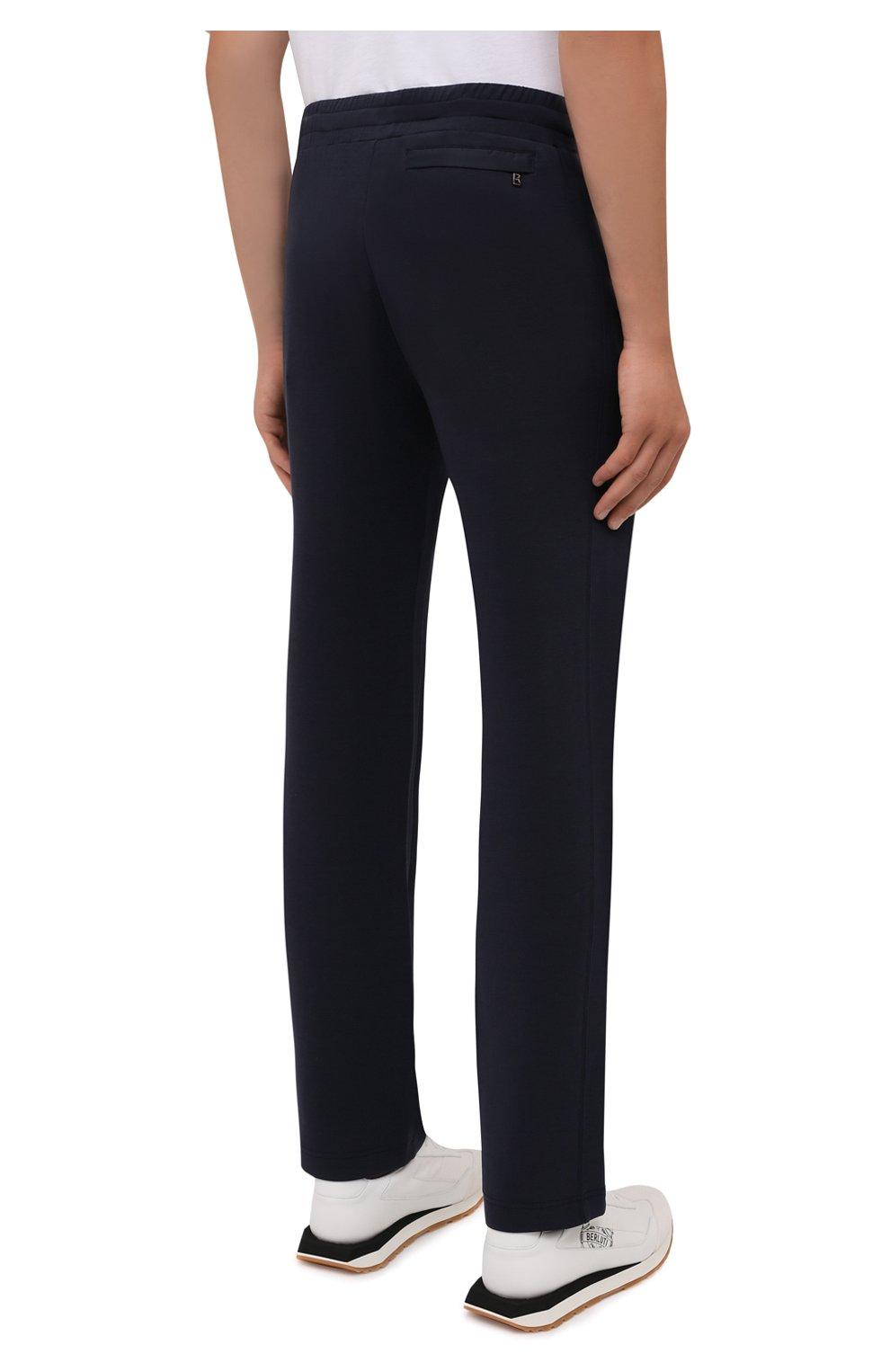 Мужские брюки BOGNER темно-синего цвета, арт. 18755253   Фото 4 (Мужское Кросс-КТ: Брюки-трикотаж; Длина (брюки, джинсы): Стандартные; Случай: Повседневный; Кросс-КТ: Спорт; Материал внешний: Синтетический материал, Хлопок; Стили: Спорт-шик, Кэжуэл)