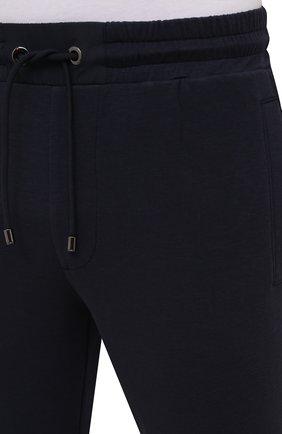 Мужские брюки BOGNER темно-синего цвета, арт. 18755253   Фото 5 (Мужское Кросс-КТ: Брюки-трикотаж; Длина (брюки, джинсы): Стандартные; Случай: Повседневный; Кросс-КТ: Спорт; Материал внешний: Синтетический материал, Хлопок; Стили: Спорт-шик, Кэжуэл)