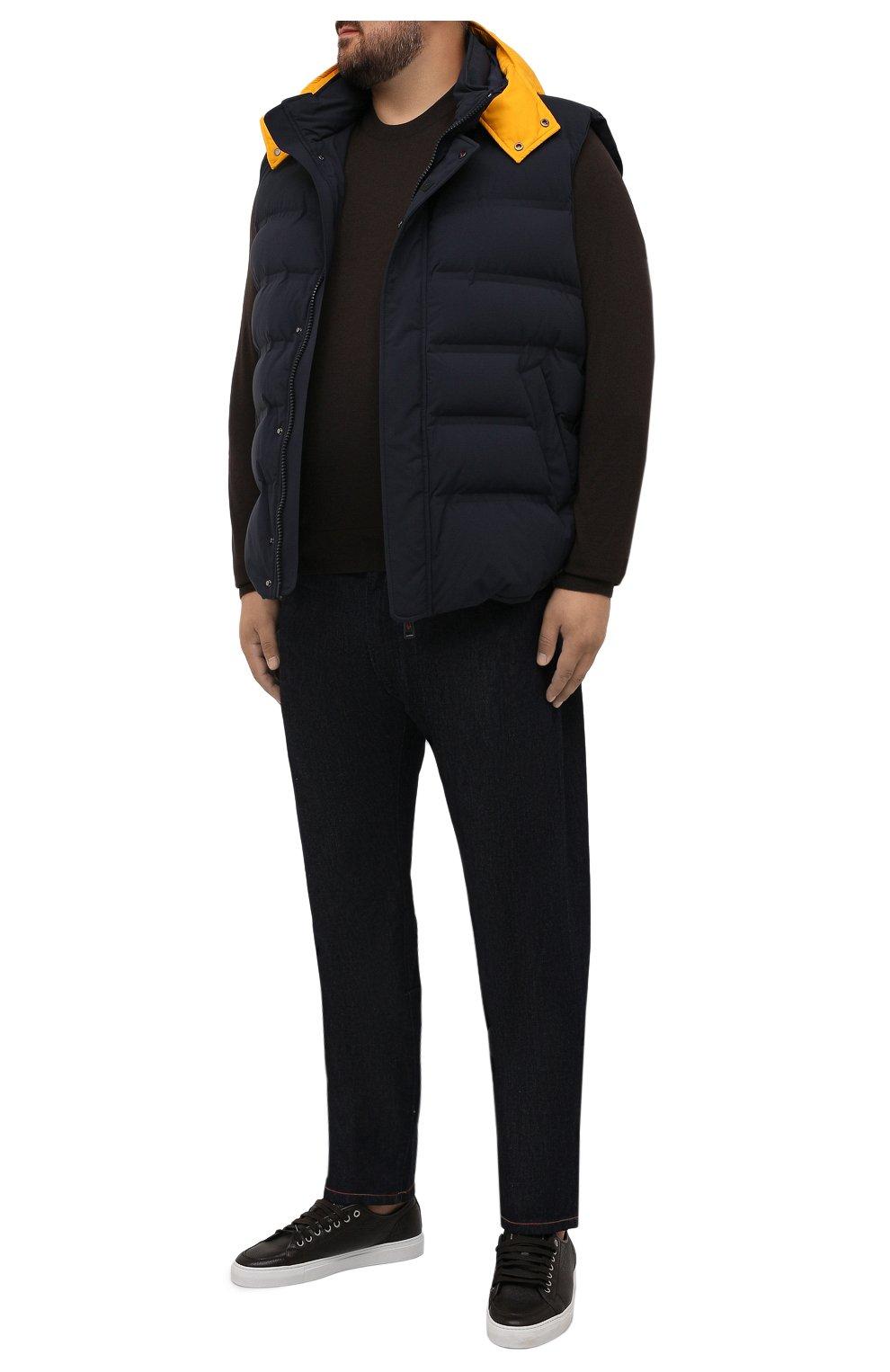 Мужской пуховый жилет KIRED темно-синего цвета, арт. WBREMAW6806523002/62-74 | Фото 2 (Кросс-КТ: Куртка, Пуховик; Big sizes: Big Sizes; Материал внешний: Синтетический материал; Материал подклада: Синтетический материал; Длина (верхняя одежда): Короткие; Материал утеплителя: Пух и перо; Стили: Кэжуэл)