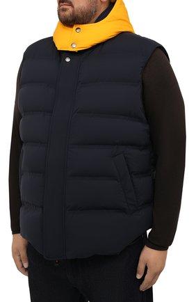 Мужской пуховый жилет KIRED темно-синего цвета, арт. WBREMAW6806523002/62-74 | Фото 3 (Кросс-КТ: Куртка, Пуховик; Big sizes: Big Sizes; Материал внешний: Синтетический материал; Материал подклада: Синтетический материал; Длина (верхняя одежда): Короткие; Материал утеплителя: Пух и перо; Стили: Кэжуэл)
