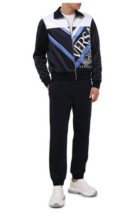 Мужской толстовка VERSACE темно-синего цвета, арт. 1001423/1A01057 | Фото 2 (Материал внешний: Синтетический материал, Хлопок; Длина (для топов): Стандартные; Рукава: Длинные; Мужское Кросс-КТ: Толстовка-одежда; Стили: Спорт-шик)