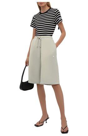 Женская хлопковая футболка REDVALENTINO черно-белого цвета, арт. WR0MG12G/686 | Фото 2 (Материал внешний: Хлопок; Длина (для топов): Стандартные; Рукава: Короткие; Женское Кросс-КТ: Футболка-одежда; Принт: С принтом; Стили: Кэжуэл)