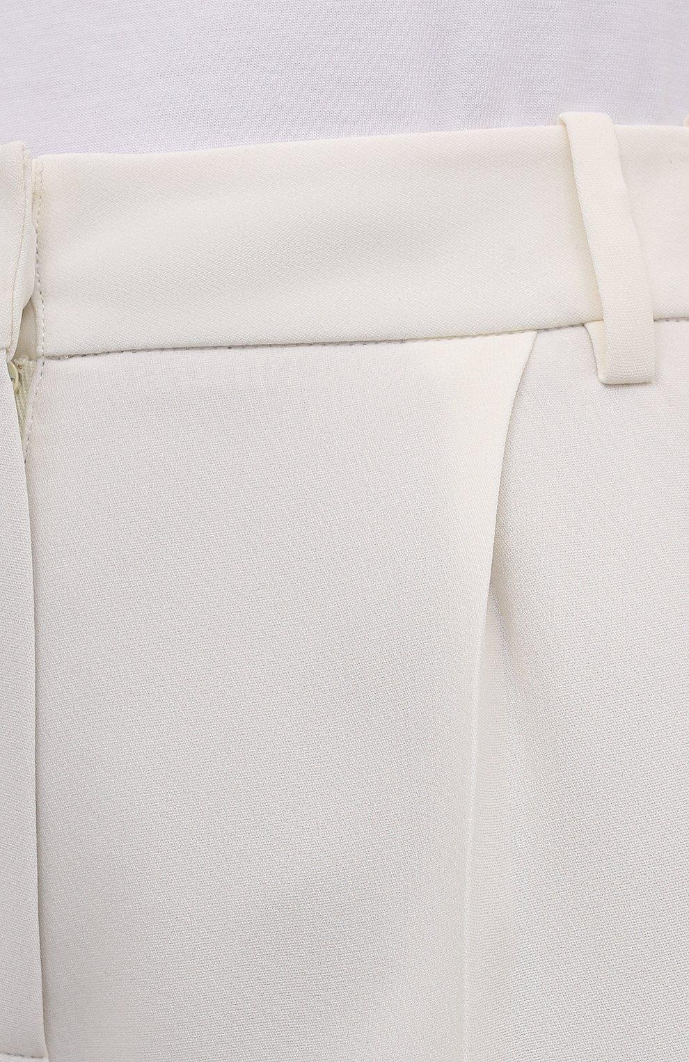 Женские шелковые шорты-бермуды VALENTINO кремвого цвета, арт. WB3RD0951MM | Фото 5 (Женское Кросс-КТ: Шорты-одежда; Материал внешний: Шелк; Кросс-КТ: Широкие; Длина Ж (юбки, платья, шорты): Миди; Стили: Кэжуэл)