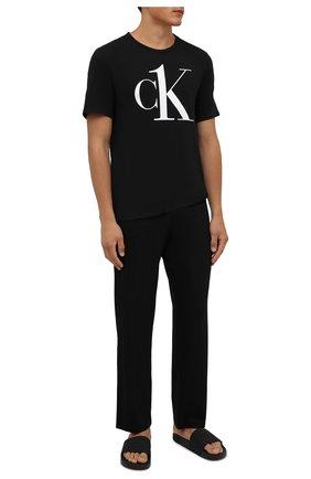 Мужская хлопковая футболка CALVIN KLEIN черного цвета, арт. NM1903E   Фото 2 (Материал внешний: Хлопок; Кросс-КТ: домашняя одежда; Рукава: Короткие; Длина (для топов): Стандартные)