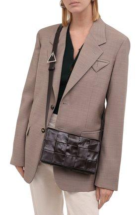 Женская сумка cassette BOTTEGA VENETA коричневого цвета, арт. 667298/VCQ71 | Фото 2 (Материал: Натуральная кожа; Размер: small; Сумки-технические: Сумки через плечо; Ремень/цепочка: На ремешке)
