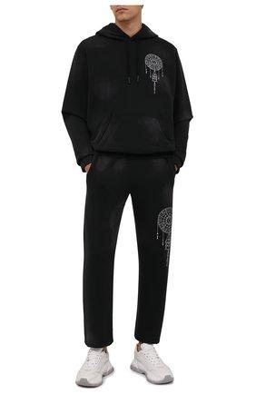 Мужские хлопковые джоггеры MARCELO BURLON черного цвета, арт. CMCH024F21FLE002 | Фото 2 (Материал внешний: Хлопок; Длина (брюки, джинсы): Стандартные; Силуэт М (брюки): Джоггеры; Стили: Спорт-шик; Мужское Кросс-КТ: Брюки-трикотаж)