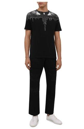 Мужские хлопковые брюки MARCELO BURLON черного цвета, арт. CMCA174F21FAB001 | Фото 2 (Длина (брюки, джинсы): Стандартные; Материал внешний: Хлопок; Случай: Повседневный; Стили: Кэжуэл)