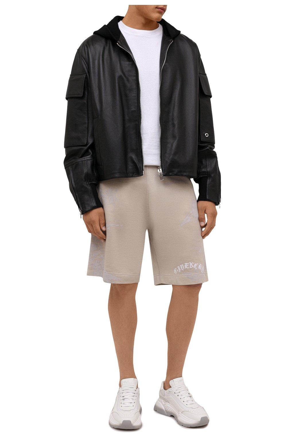 Мужские хлопковые шорты GIVENCHY светло-бежевого цвета, арт. BM50WK3Y6A   Фото 2 (Длина Шорты М: Ниже колена; Принт: С принтом; Кросс-КТ: Трикотаж; Материал внешний: Хлопок; Стили: Спорт-шик)