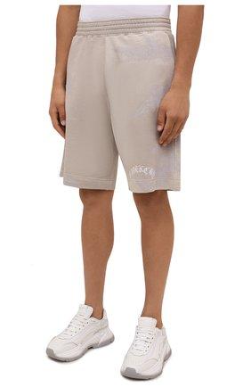 Мужские хлопковые шорты GIVENCHY светло-бежевого цвета, арт. BM50WK3Y6A   Фото 3 (Длина Шорты М: Ниже колена; Принт: С принтом; Кросс-КТ: Трикотаж; Материал внешний: Хлопок; Стили: Спорт-шик)