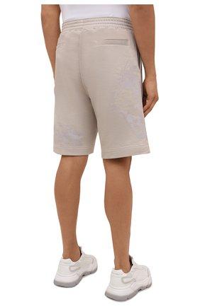 Мужские хлопковые шорты GIVENCHY светло-бежевого цвета, арт. BM50WK3Y6A   Фото 4 (Длина Шорты М: Ниже колена; Принт: С принтом; Кросс-КТ: Трикотаж; Материал внешний: Хлопок; Стили: Спорт-шик)