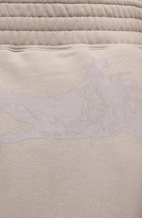 Мужские хлопковые шорты GIVENCHY светло-бежевого цвета, арт. BM50WK3Y6A   Фото 5 (Длина Шорты М: Ниже колена; Принт: С принтом; Кросс-КТ: Трикотаж; Материал внешний: Хлопок; Стили: Спорт-шик)