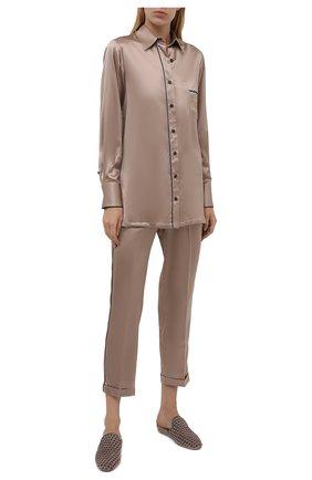 Женская шелковая рубашка KITON светло-бежевого цвета, арт. D52446K04H94   Фото 2 (Рукава: Длинные; Материал внешний: Шелк; Длина (для топов): Удлиненные; Женское Кросс-КТ: Рубашка-одежда; Принт: С принтом; Стили: Романтичный)