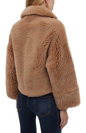 Женская шуба из овчины MANZONI24 бежевого цвета, арт. 21M832-S10/38-46 | Фото 4 (Женское Кросс-КТ: Мех; Рукава: Длинные; Материал внешний: Натуральный мех; Длина (верхняя одежда): Короткие; Стили: Кэжуэл)