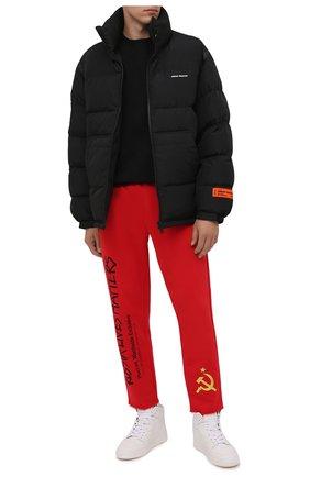 Мужские хлопковые брюки DIEGO VENTURINO красного цвета, арт. FW21-DV PNTL TVWWERLM | Фото 2 (Материал внешний: Хлопок; Длина (брюки, джинсы): Стандартные; Случай: Повседневный; Мужское Кросс-КТ: Брюки-трикотаж; Стили: Спорт-шик, Гранж)