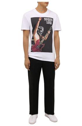 Мужская хлопковая футболка DIEGO VENTURINO белого цвета, арт. FW21-DV TS0 YSB | Фото 2 (Материал внешний: Хлопок; Рукава: Короткие; Длина (для топов): Удлиненные; Принт: С принтом; Стили: Гранж)