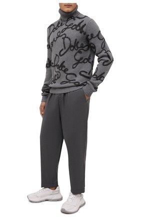 Мужской свитер из шерсти и шелка DOLCE & GABBANA серого цвета, арт. GXG58Z/JAW9E | Фото 2 (Материал внешний: Шерсть; Рукава: Длинные; Длина (для топов): Стандартные; Мужское Кросс-КТ: Свитер-одежда; Принт: С принтом; Стили: Кэжуэл)