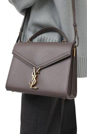 Женская сумка cassandra SAINT LAURENT серого цвета, арт. 623931/B0W0W | Фото 2 (Материал: Натуральная кожа; Сумки-технические: Сумки top-handle, Сумки через плечо; Ремень/цепочка: На ремешке; Размер: small)