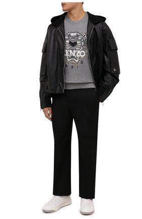 Мужской хлопковый свитшот KENZO серого цвета, арт. FB65SW1234XA | Фото 2 (Длина (для топов): Стандартные; Рукава: Длинные; Материал внешний: Хлопок; Мужское Кросс-КТ: свитшот-одежда; Принт: С принтом; Стили: Кэжуэл)