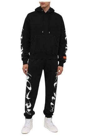 Мужские хлопковые джоггеры HERON PRESTON черного цвета, арт. HMCH024F21JER0011001 | Фото 2 (Длина (брюки, джинсы): Стандартные; Материал внешний: Хлопок; Мужское Кросс-КТ: Брюки-трикотаж; Силуэт М (брюки): Джоггеры; Стили: Спорт-шик)