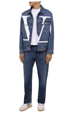Мужская джинсовая куртка VALENTINO синего цвета, арт. WV3DC01J7L0   Фото 2 (Материал внешний: Хлопок; Кросс-КТ: Куртка, Деним; Длина (верхняя одежда): Короткие; Рукава: Длинные)