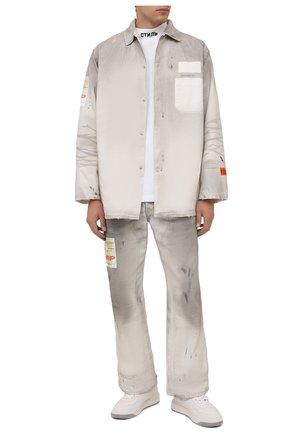 Мужские джинсы HERON PRESTON серого цвета, арт. HMCA027F21FAB0010500 | Фото 2 (Материал внешний: Хлопок; Длина (брюки, джинсы): Стандартные; Кросс-КТ: Деним; Силуэт М (брюки): Широкие)