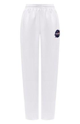 Женские хлопковые брюки BALENCIAGA белого цвета, арт. 641673/TKVD8 | Фото 1 (Материал внешний: Хлопок; Длина (брюки, джинсы): Стандартные; Женское Кросс-КТ: Брюки-одежда; Силуэт Ж (брюки и джинсы): Прямые; Стили: Спорт-шик)