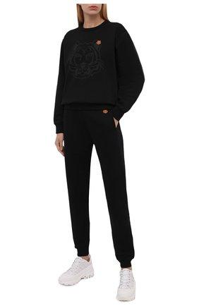 Женские хлопковые джоггеры KENZO черного цвета, арт. FB52PA7224ML | Фото 2 (Материал внешний: Хлопок; Женское Кросс-КТ: Джоггеры - брюки, Брюки-спорт; Силуэт Ж (брюки и джинсы): Джоггеры; Стили: Спорт-шик; Длина (брюки, джинсы): Стандартные)