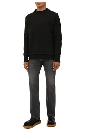 Мужские джинсы BALENCIAGA серого цвета, арт. 657614/TBP47   Фото 2 (Длина (брюки, джинсы): Стандартные; Материал внешний: Хлопок; Кросс-КТ: Деним; Стили: Гранж; Силуэт М (брюки): Прямые; Детали: Потертости)