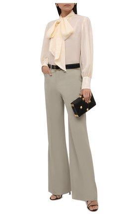 Женская шелковая блузка GUCCI кремвого цвета, арт. 652112/ZAGNU | Фото 2 (Рукава: Длинные; Длина (для топов): Стандартные; Материал внешний: Шелк; Женское Кросс-КТ: Блуза-одежда; Принт: С принтом; Стили: Романтичный)